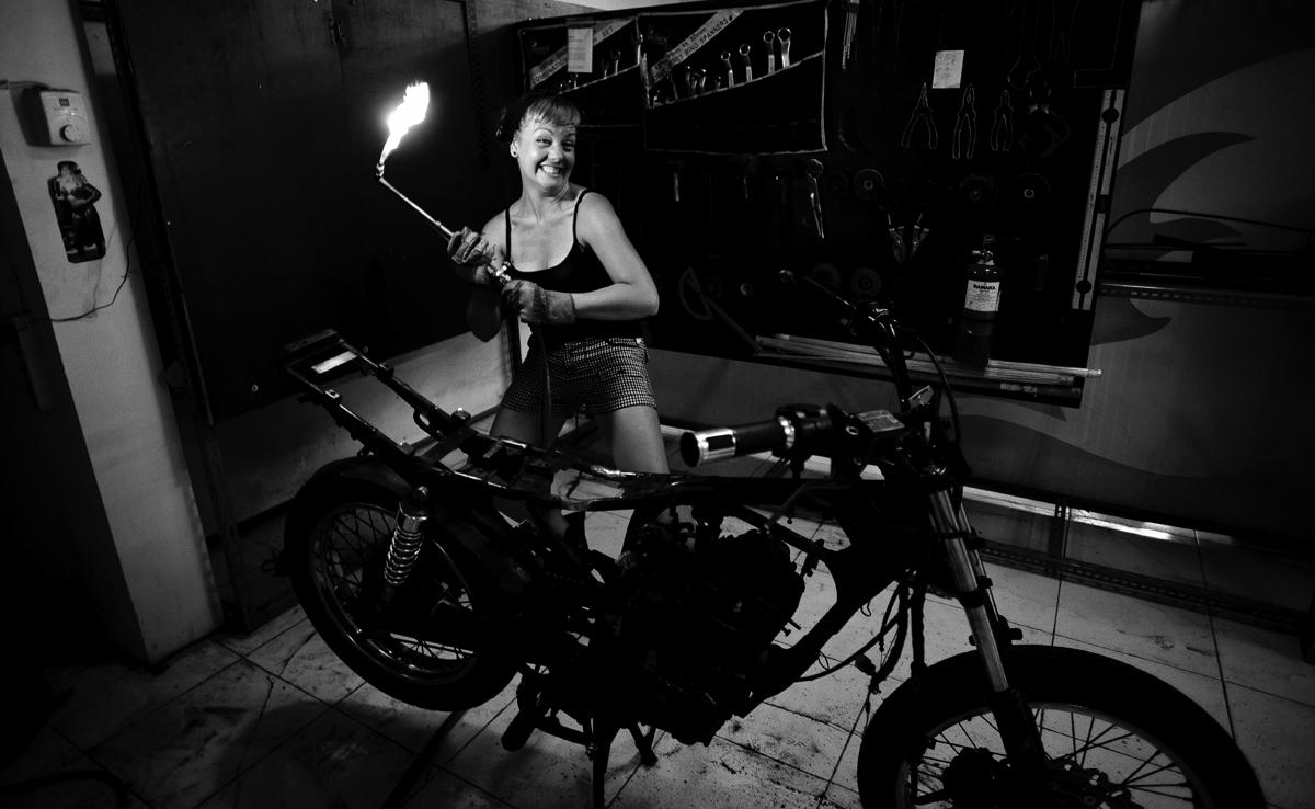 themotoquest-bikebuild2