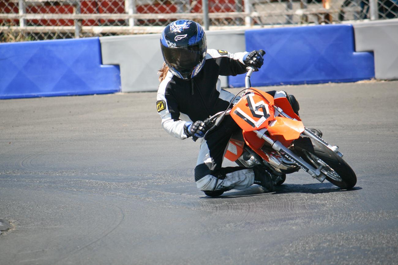 emi-minimoto-champion-25-1300px