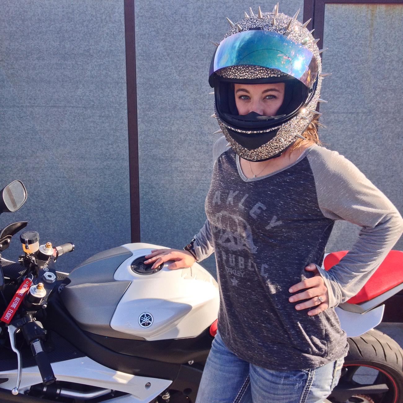 jen-proseus-r6-glitter-spike-helmet2