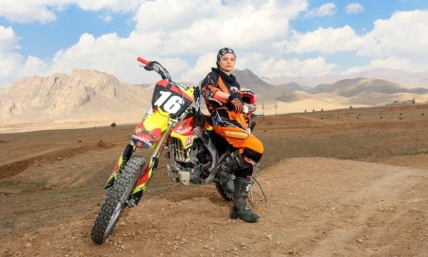 Behnaz-Shafiei-iran-motocross3