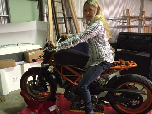 Nina Bowdler S Ktm Duke 390 Scrambler Moto Lady