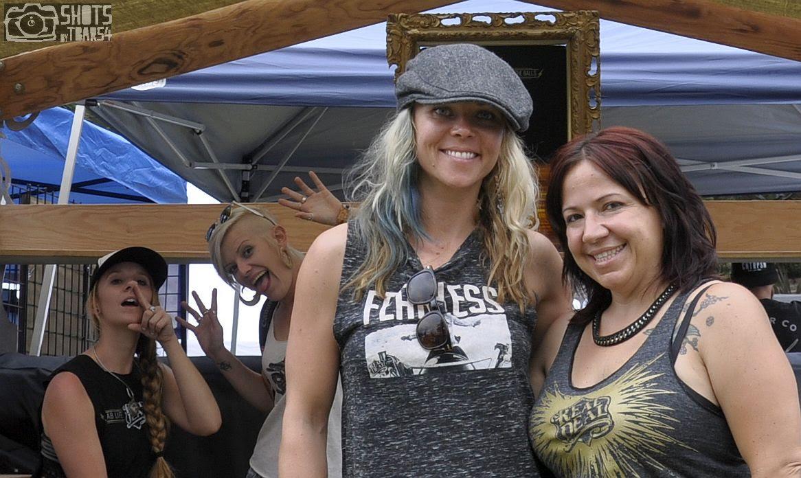 Born Free 2015- Theresa Contreras & Jessi Combs photobombed by Sofi Tsingos and Alicia Elfving
